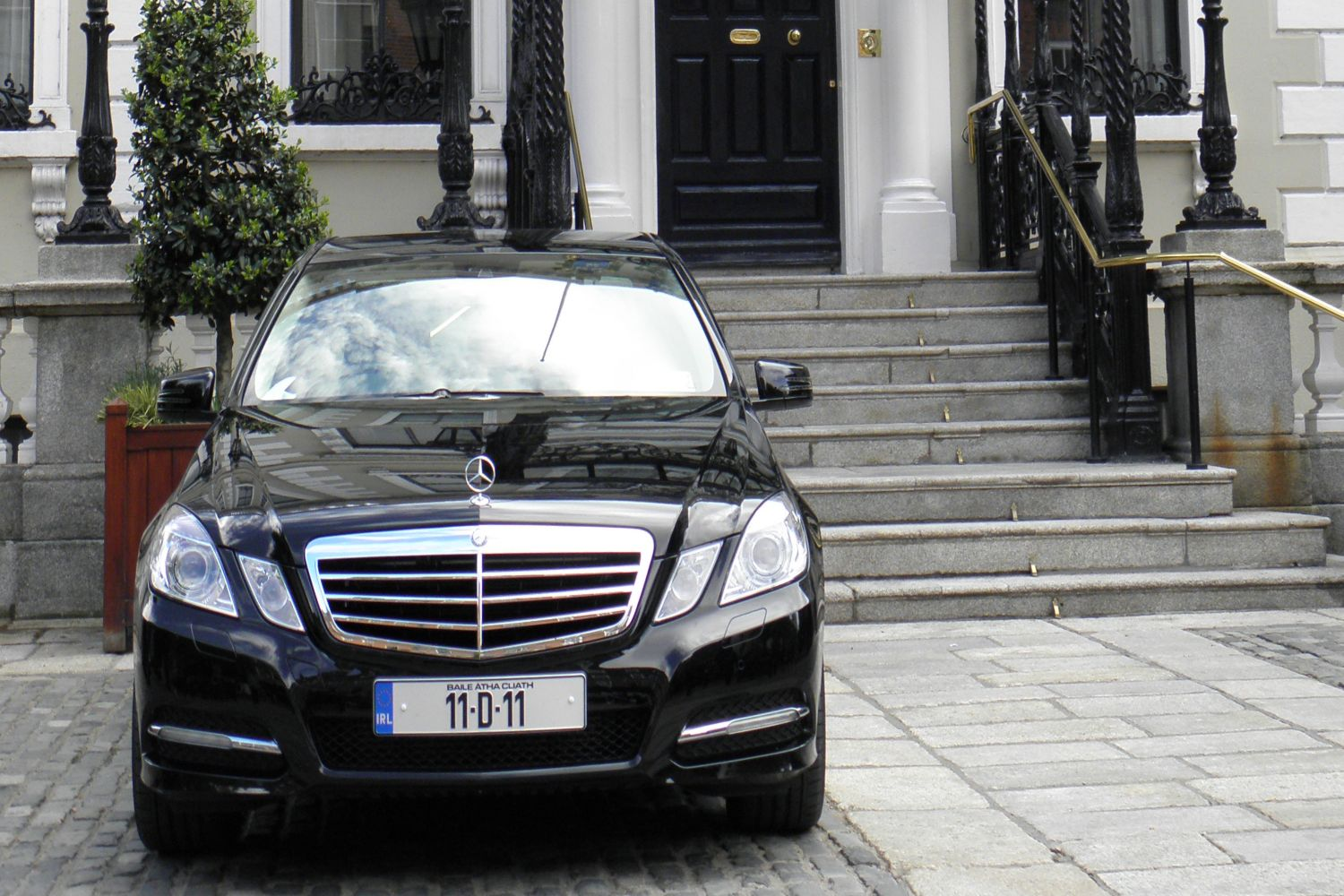 Lord Mayor's Car outside Mansion Housea